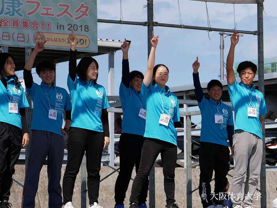 エキシビションにより「たじりっち体操」を披露した本学学生たち