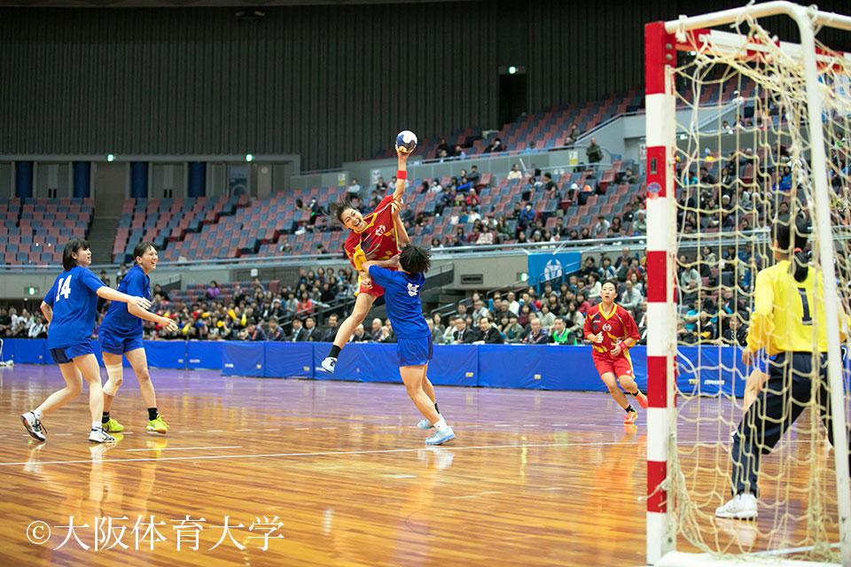 スピードと角度の高いキレのあるシュートで相手ゴールを攻める中山佳穂選手
