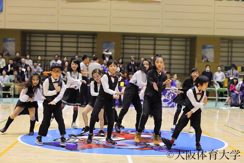 ゼッセル熊取ダンスチームも参加し、大学と地元が一体となって盛り上げた